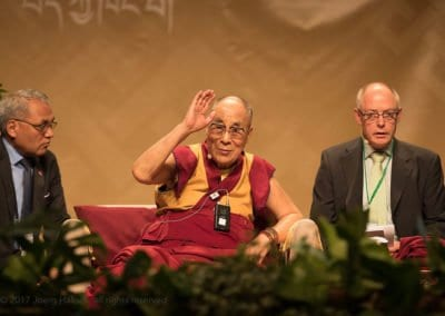 Schülerinnen und Schüler treffen den Dalai Lama