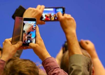 Fotos werden mit dem Handy gemacht