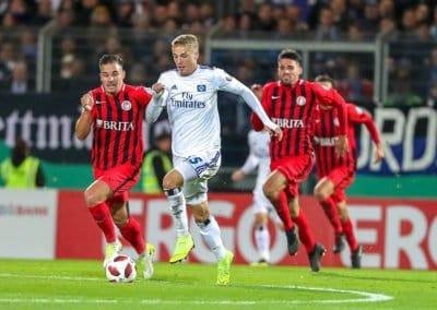 Fussball - 2.Runde DFB-Pokal - SV Wehen Wiesbaden - Hamburger SV