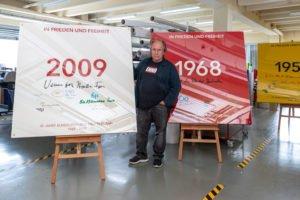 Der Konzeptkünstler Enno-Ilka Uhde hat die 70-jährige Geschichte der Bundesrepublik Deutschland in einem Werk aus 74 Einzelexponaten festgehalten